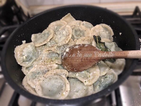Tortelli alle bietoline e salsiccia